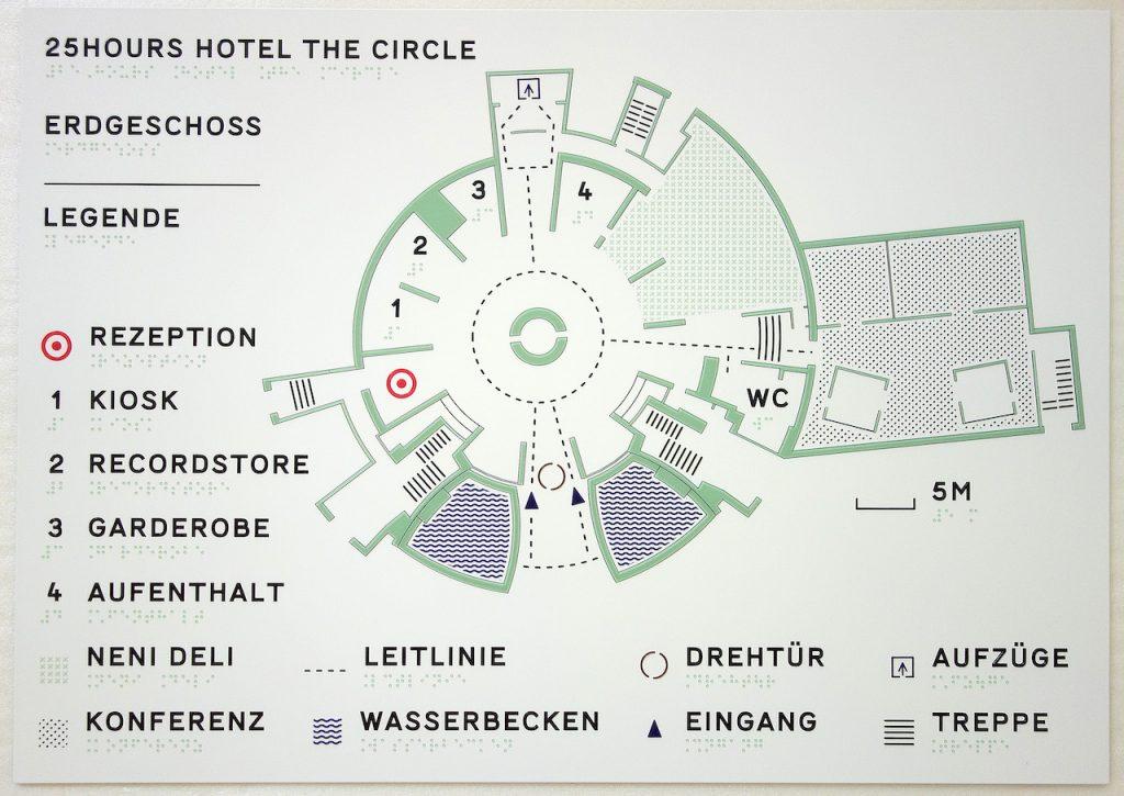 Taktiler Übersichtsplan einer Hotellobby