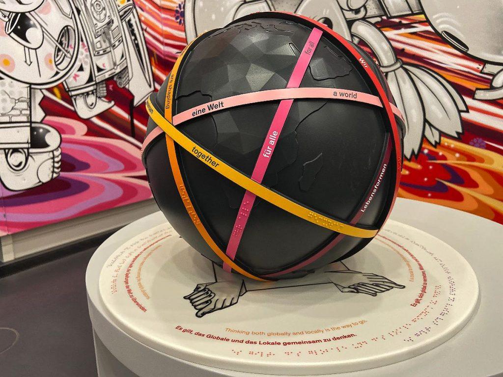 Künstlerische Umsetzung des Raumthemas Weltdenken für Humboldt Forum Berlin